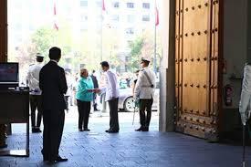 bachelet ingresando a Moneda